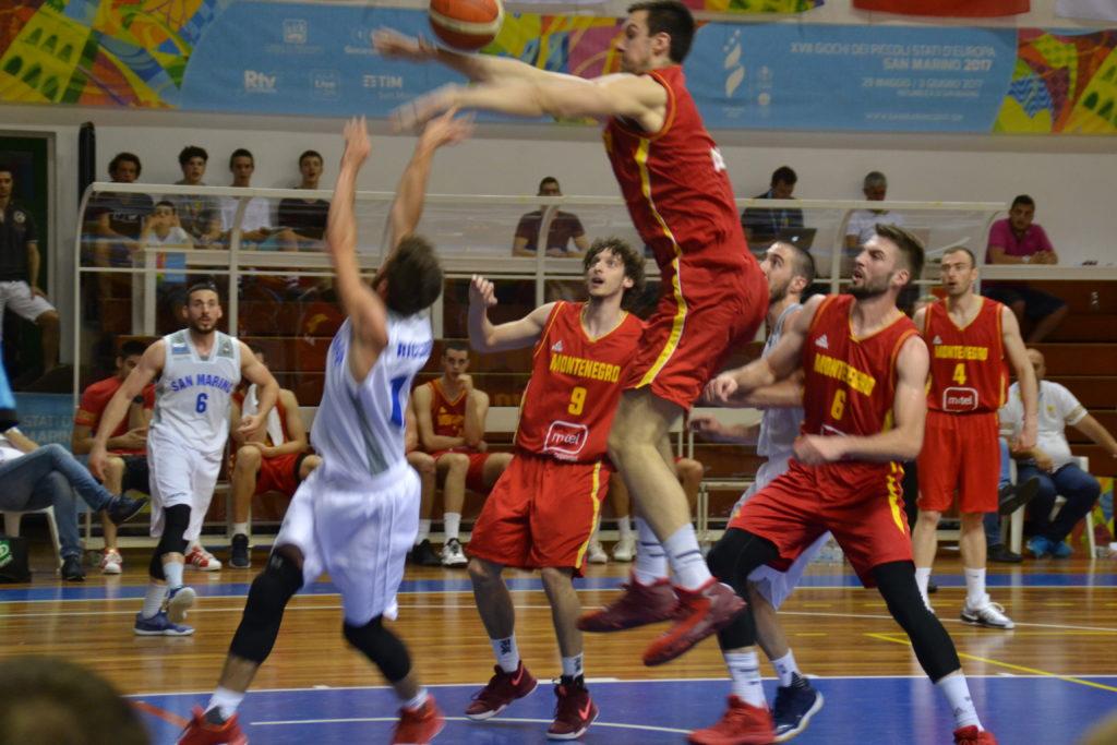 Sfida tra le nazionali di San Marino e Montenegro di basket nel 2017 (foto Daniele Dei