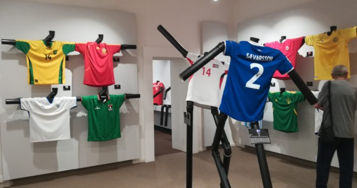 Tutte le 211 maglie delle nazionali di calcio: guarda l'impresa di Simone Panizzi