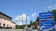 Il confine 'naturale' tra Toscana ed Emilia al Passo Radici. A tre chilometri da qui, a San Pellegrino in Alpe, si rientra magicamente in provincia di Modena (foto Daniele Dei)