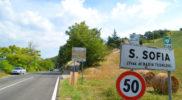 L'ingresso da sud alla exclave toscana di Ca' Raffaello (foto Daniele Dei)